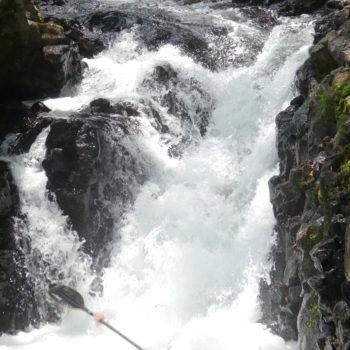 saut d'une petit cascade en kayak à la Réunion